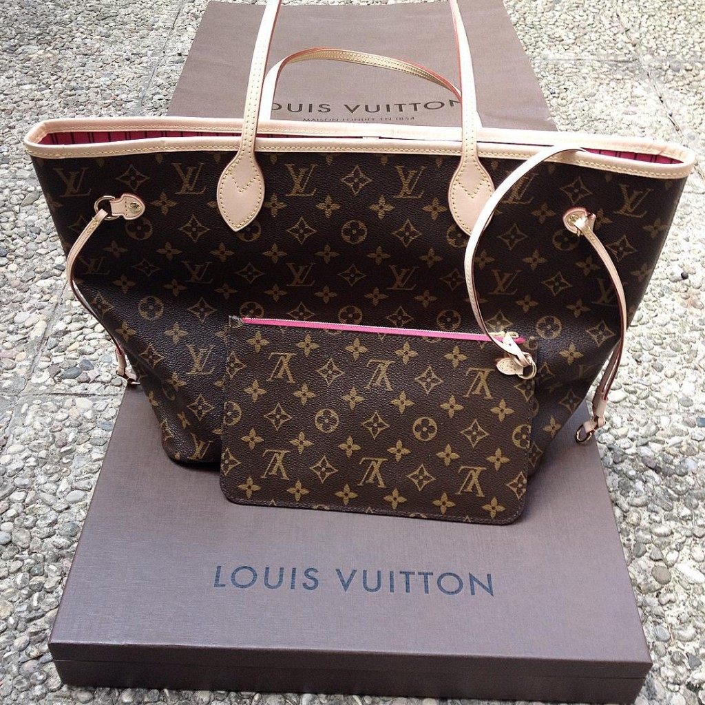 My new Neverfull bag ❤️ thanks to my love @geometramatteo #louisvuitton #bag #lifestyle #fashion #igersitaly  #picoftheday #ootd #igersmodena