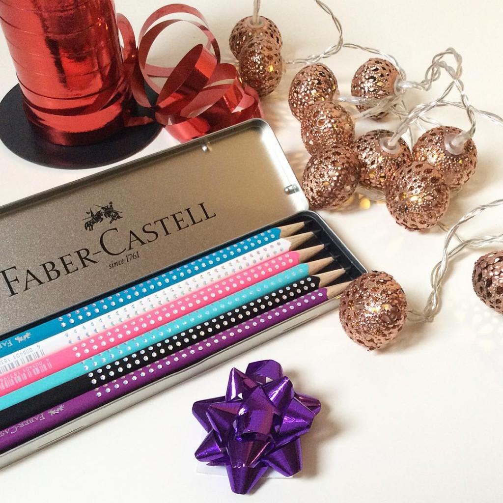 La confezione di coloratissime matite  Faber Castell fa subitohellip