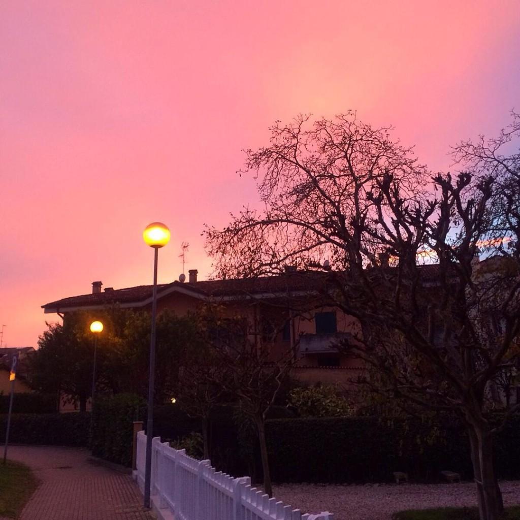 Sempre a caccia di tramonti ✨ #sky #sunset #photographer #cityscape #igers #igersitalia #igersemiliaromagna #igersbologna #picoftheday #lifestyle