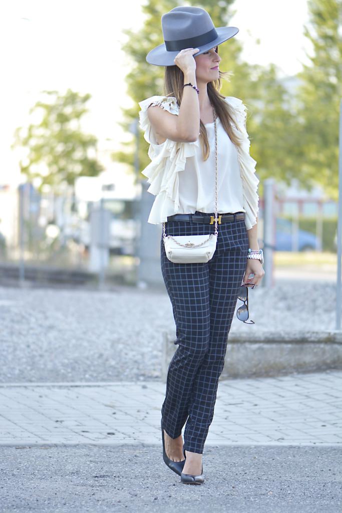 pantalone-quadri-e-cappello2