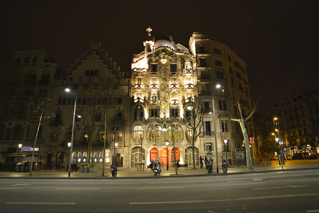 Casa-Batlo-night