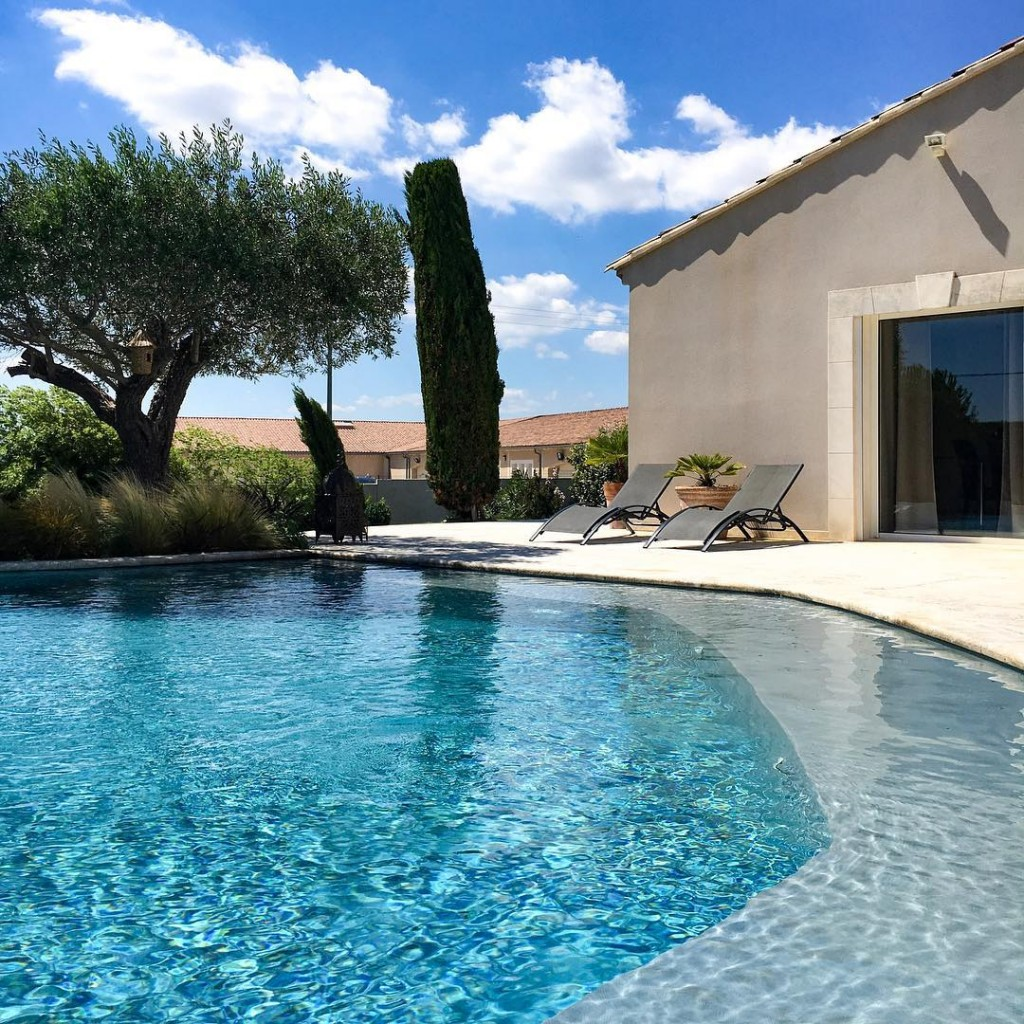 Bonjour Provence! . . . #provence #vaucluse #summer #summervibes #escape #landscape #landscapephotography #cool #inspo #inspooftheday #photography #photographylovers #lovephotography #igers #igersitalia #igersmodena #igersbologna #france #sky #skyporn #nature #naturelovers