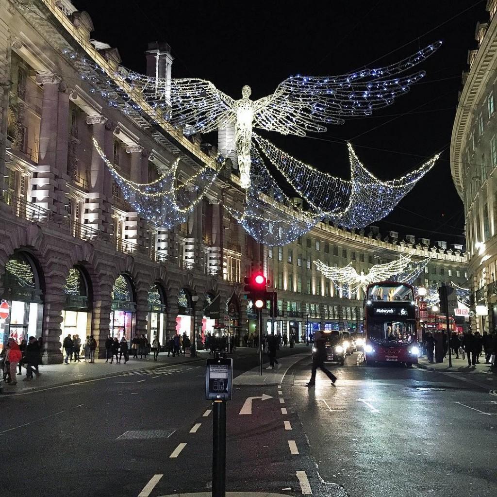 Prendimi e riportami a Londra Adesso londoncity londonlovers londonbynight regentstreet