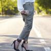 Military pants, una delle tendenze più hot del momento: come abbinarli per creare un look femminile